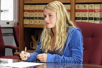 l'attrice Emilie de Ravin nell'episodio 'Un figlio' di Lost