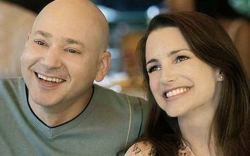 Evan Handler accanto a Kristin Davis in una scena di Sex and the City, episodio La presa