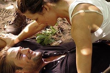 Evangeline Lilly e Josh Holloway nell'episodio 'Il coniglio bianco' di Lost