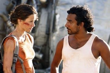Evangeline Lilly con Naveen Andrews nell'episodio 'La caccia' di Lost