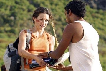 Evangeline Lilly e Naveen Andrews nell'episodio 'La caccia' di Lost