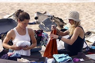 Evangeline Lilly e Emilie de Ravin nell'episodio 'Il coniglio bianco' di Lost