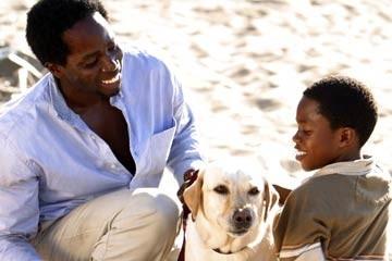 Harold Perrineau accanto a Malcolm David Kelley nell'episodio 'Tabula rasa' di Lost