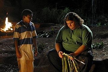 Jorge Garcia e Malcolm David Kelley nell'episodio 'Inseguimento' di Lost