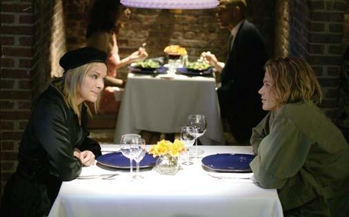 Kim Cattrall e Jason Lewis in una scena di Sex and the City, episodio Il silenzio è d'oro