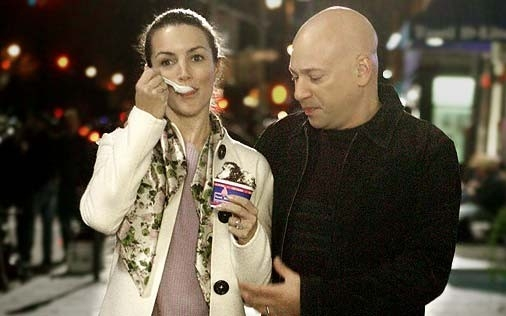 Kristin Davis e Evan Handler in una scena di Sex and the City, episodio The Ick Factor