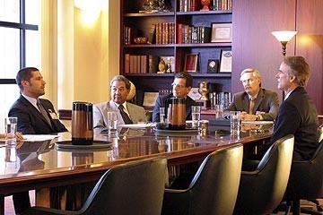Matthew Fox e John Terry in riunione  nell'episodio 'Inseguimento' di Lost