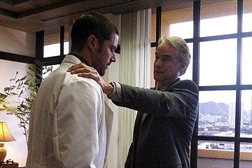 Matthew Fox e John Terry nell'episodio 'Inseguimento' di Lost