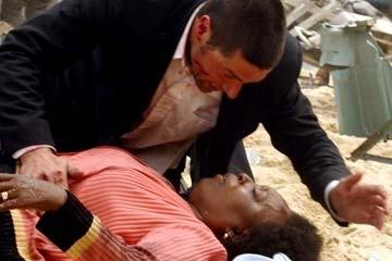 Matthew Fox e L. Scott Caldwell nel Pilot di Lost