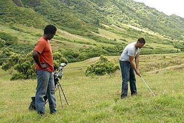 Lost: Matthew Fox ed Harold Perrineau giocano a golf nell'episodio 'Solitudine'
