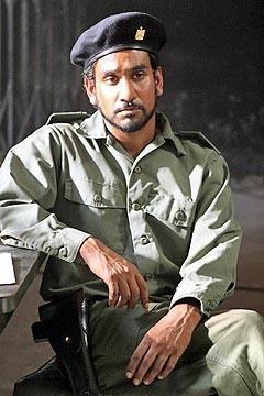 Naveen Andrews nell'episodio 'Solitudine' di Lost, serial televisivo targato ABC