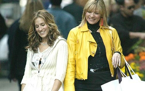 Sarah Jessica Parker e Kim Cattrall in una scena di Sex and the City, episodio L'uomo perfetto