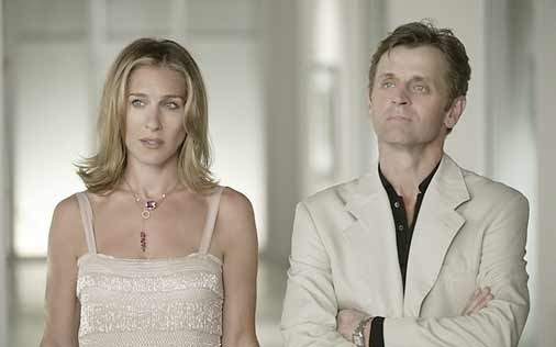 Sarah Jessica Parker e Mikhail Baryshnikov in una scena di Sex and the City, episodio Uno