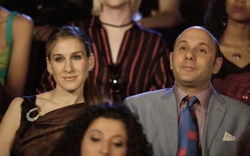 Sarah Jessica Parker e Willie Garson in una scena di Sex and the City, episodio Donne di comando