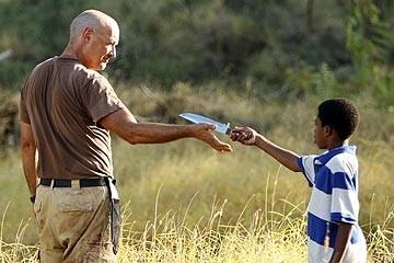 Terry O'Quinn e Malcolm David Kelley nell'episodio 'Solitudine' di Lost