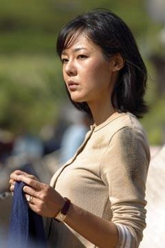 Yunjin Kim nell'episodio 'Il coniglio bianco' di Lost