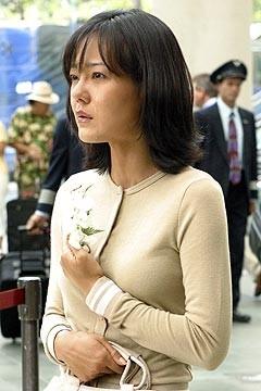 La bella Yunjin Kim nell'episodio 'La casa del Sol Levante' di Lost