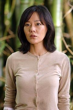 Yunjin Kim nell'episodio 'La casa del Sol Levante' di Lost