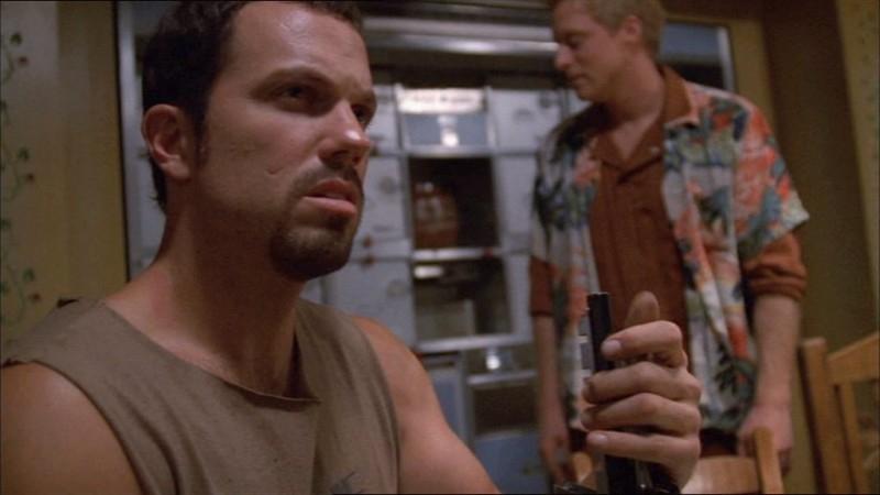 Adam Baldwin in una scena di Firefly, episodio Colpo in ospedale