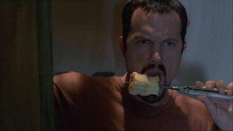 Adam Baldwin in una scena di Firefly, episodio In azione!