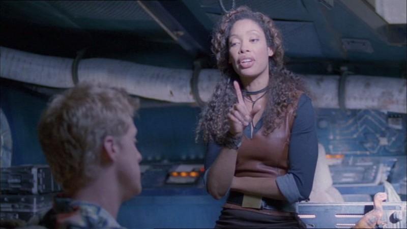 Alan Tudyk e Gina Torres in una scena di Firefly, episodio In azione!