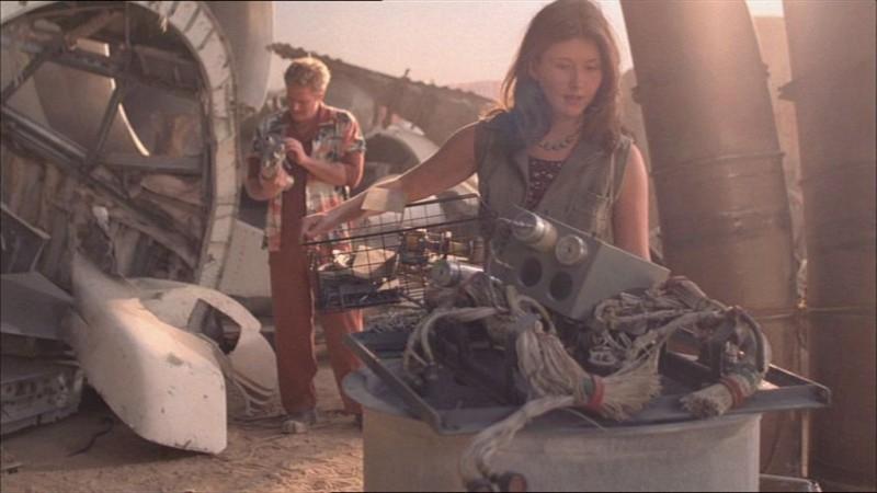 Alan Tudyk e Jewel Staite in una scena di Firefly, episodio Colpo in ospedale