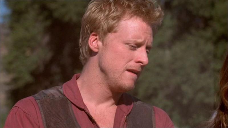 Alan Tudyk in una scena di Firefly, episodio La città di Jayne