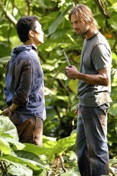 Daniel Dae Kim con Josh Holloway nell'episodio 'Cambiamenti' di Lost