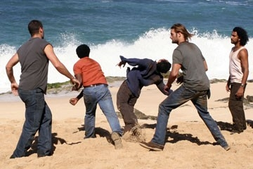 Daniel Dae Kim, Harold Perrineau, Matthew Fox, Josh Holloway e Naveen Andrews nell'episodio 'Cambiamenti' di Lost