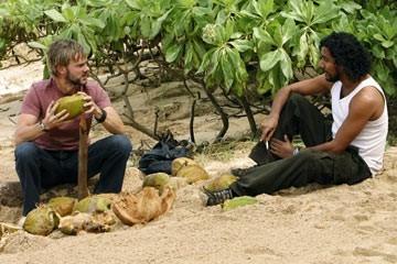 Dominic Monaghan e Naveen Andrews nell'episodio 'Fuorilegge' di Lost