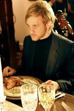 Dominic Monaghan a tavola nell'episodio 'Ritorno' di Lost