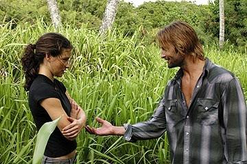 Evangeline Lilly e Josh Holloway nell'episodio 'Il mistero della valigetta' di Lost