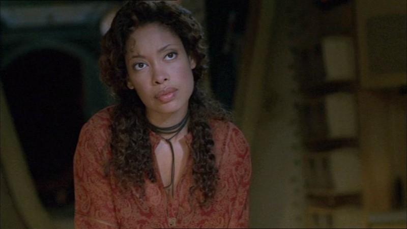 Gina Torres in una scena di Firefly, episodio Colpo in ospedale