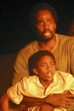 Harold Perrineau e Malcolm D. Kelley nell'episodio 'Cambiamenti' di Lost