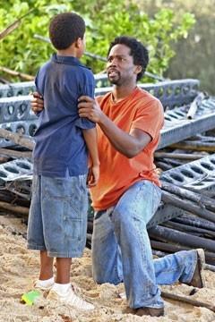 Harold Perrineau affronta Malcolm David Kelley nell'episodio 'Cambiamenti' di Lost