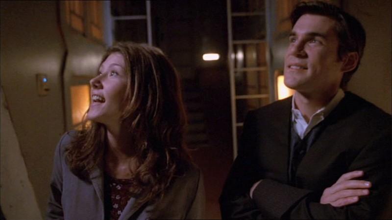 Jewel Staite e Sean Maher in una scena di Firefly, episodio La città di Jayne
