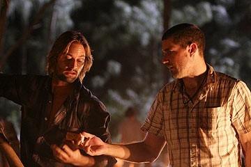 Josh Holloway e Matthew Fox nell'episodio 'Il mistero della valigetta' di Lost