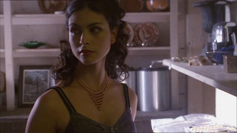 Morena Baccarin in una scena di Firefly, episodio Frontiere selvagge