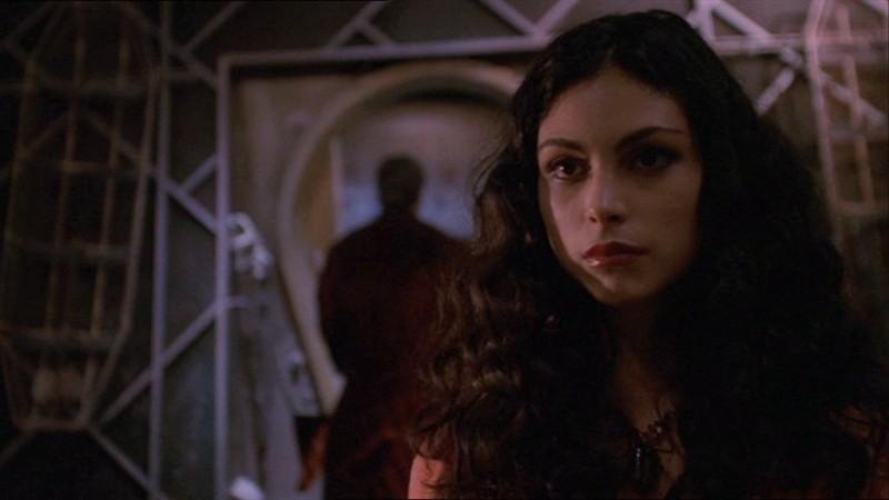 Morena Baccarin in una scena di Firefly, episodio La signora Reynolds