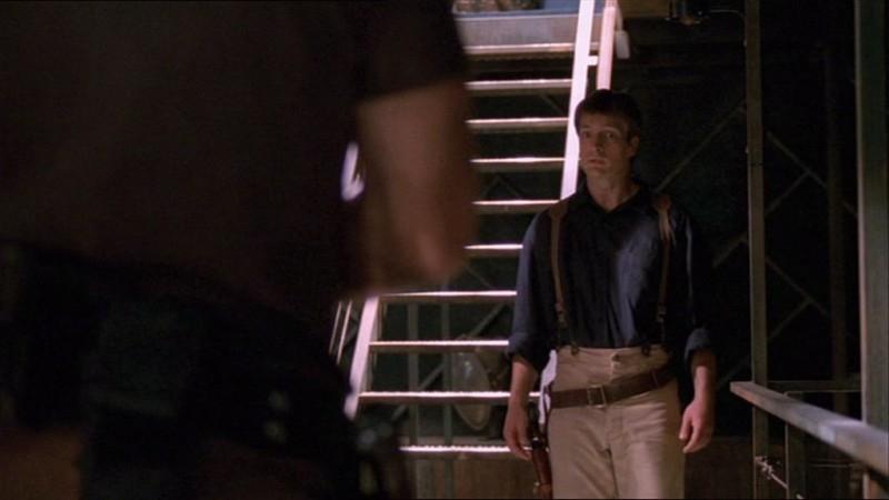 Nathan Fillion in una scena di Firefly, nell'episodio La signora Reynolds