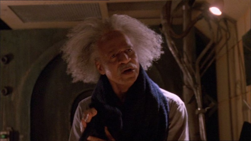 Ron Glass in una scena di Firefly, episodio La città di Jayne