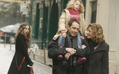 Sarah Jessica Parker in una sequenza di Sex and the City, episodio Un'americana a Parigi - Seconda parte
