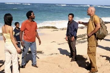 Yunjin Kim, Harold Perrineau, Daniel Dae Kim e Terry O'Quinn nell'episodio 'Cambiamenti' di Lost
