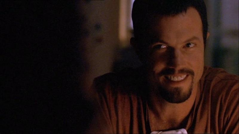 Adam Baldwin in una scena di Firefly, episodio Senza ossigeno