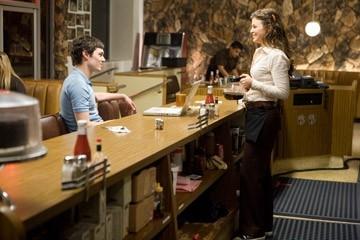 Adam Brody e Ginnifer Goodwin in una scena de Il bacio che aspettavo