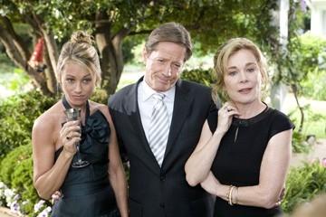 Christine Taylor, Peter Strauss e Roxanne Hart in una scena di Licenza di Matrimonio