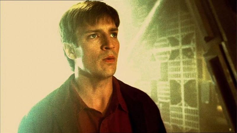 Nathan Fillion in una scena di Firefly, nell'episodio Senza ossigeno