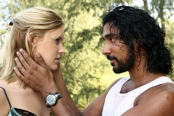 Naveen Andrews e Maggie Grace nell'episodio 'Numeri' di Lost