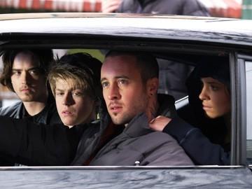 Ryan Kennedy, Margarita Levieva, Andrew Francis e Alex O'Loughlin in una scena di The Invisible