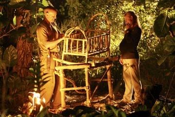 Terry O'Quinn di fronte ad Emilie de Ravin nell'episodio 'Numeri' di Lost